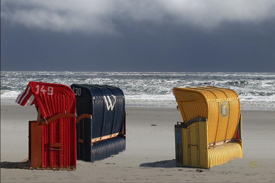 roter-und-blauer-und-gelber-Strandkorb2